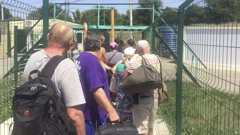 Адвокат призвал крымчан держать непрерывный контакт с близкими при пересечении админграницы