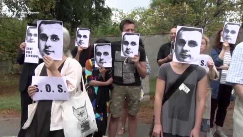 «Осталось мало времени». В Праге требовали освободить Сенцова (видео)