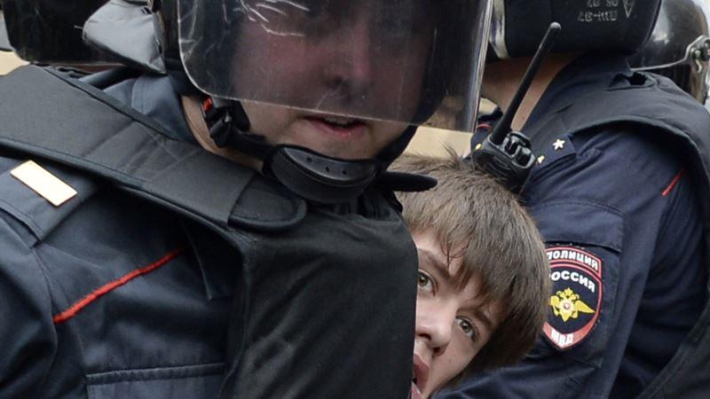На митингах против пенсионной реформы в России задержали более 800 человек – СМИ