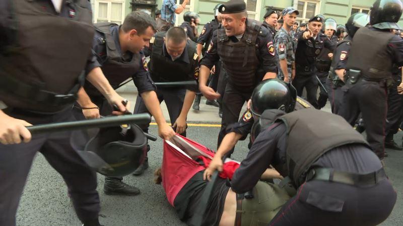 В городах России задерживают участников протестов против пенсионной реформы