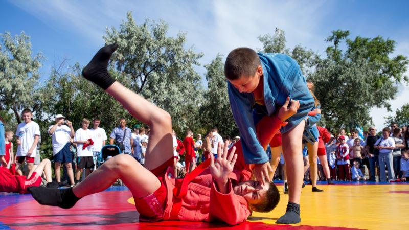 В Керчи проходит «аннексированный» турнир по самбо «Кубок двух морей»