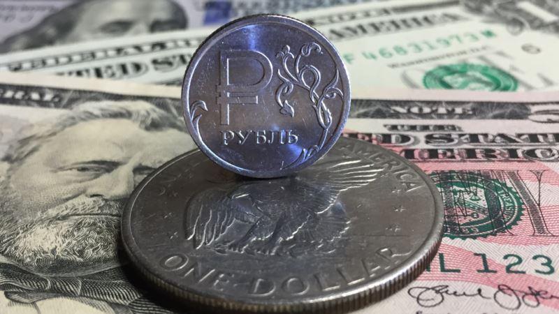Полрубля за день: российская валюта упала до минимума за два с половиной года