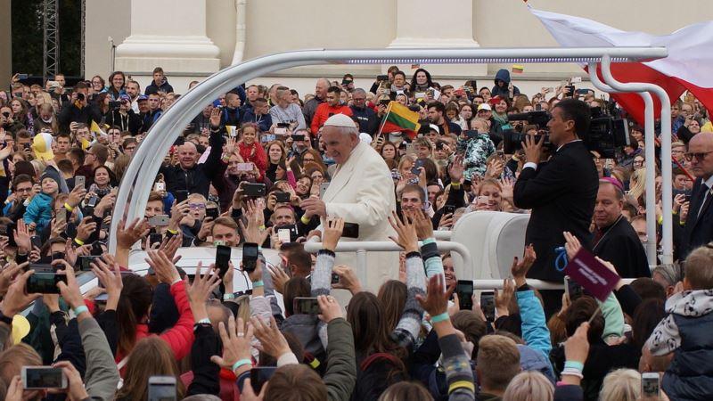 Папа Римский впервые за четверть столетия приехал с визитом в страны Балтии (+фото)