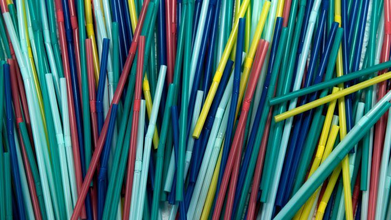 В Калифорнии запретили пластиковые трубочки, сделав исключения