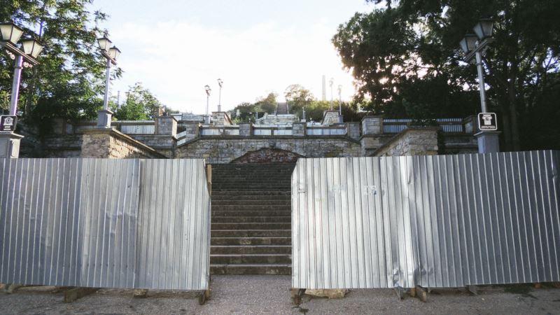 Разруха на 167 миллионов: как выглядит Митридатская лестница в Керчи (фотогалерея)