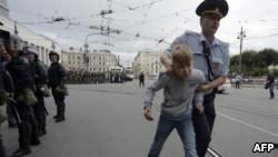 Россия: на акциях протеста против пенсионной реформы задержали более 290 человек