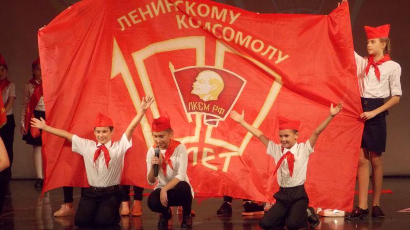 100-летие комсомола в Севастополе: дети в «буденовках» и благодарность от Кобзона (+фото)