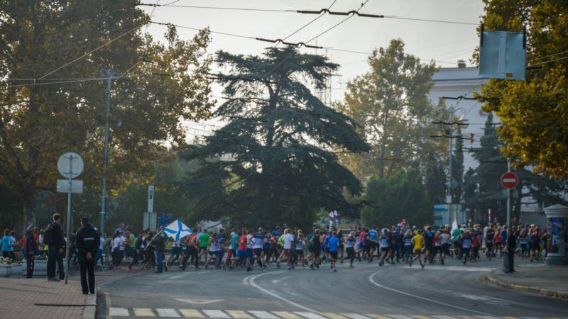 20 километров по Севастополю: как прошел «Черноморский полумарафон» (фотогалерея)