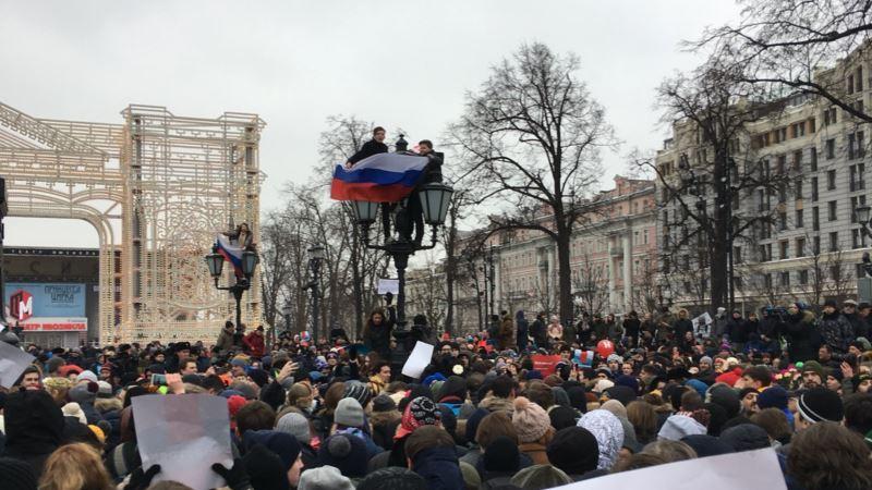 Россия: активиста штаба Навального приговорили к 10 месяцам колонии и отпустили