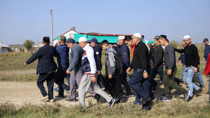 В крымском селе Горностаевка хоронят одного из погибших в Керчи