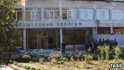 Российские СМИ опубликовали кадры нападения на политехнический колледж в Керчи