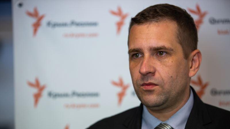 У Порошенко советуют крымчанам призывного возраста встать на воинский учет на материковой Украине