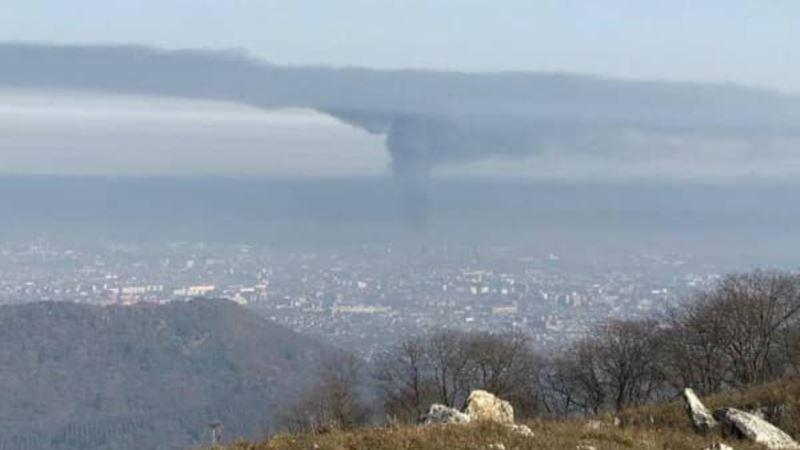 Россия: Жители Владикавказа покидают город из-за пожара на заводе «Электроцинк»