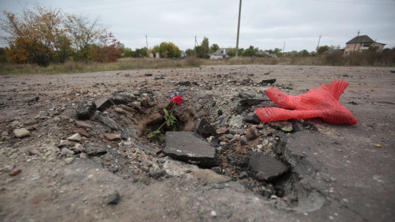 Боеприпасы под ногами. Как выглядит Ичня после взрывов на складах (фоторепортаж)