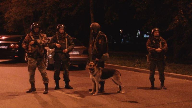 Власти Керчи пояснили присутствие силовиков в детсадах и школах