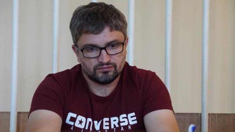 В Крыму продлили арест обвиняемому в «пропаганде терроризма» блогеру Мемедеминову