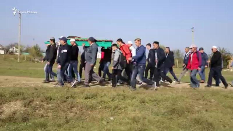 «Чтобы никогда родители не хоронили своих детей». В Горностаевке простились с подростком, погибшим в Керчи (видео)