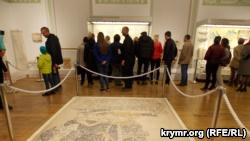 Световое шоу на древних стенах: в Херсонесе прошла акция «Ночь искусств»