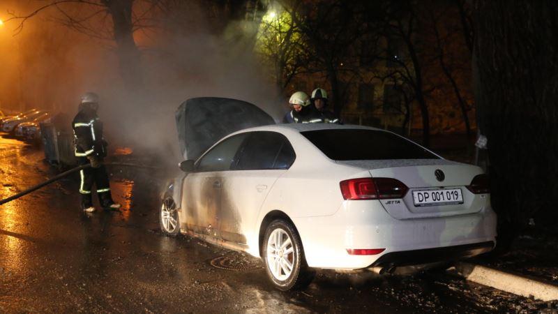 В районе посольства России в Киеве сожгли авто (+фото)