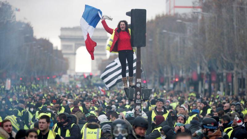 Франция: полиция применила слезоточивый газ и водометы против протестующих в Париже