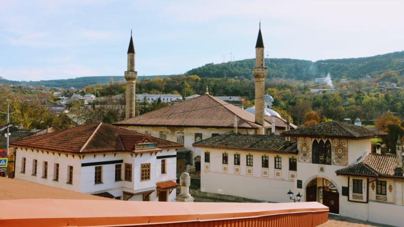 Ханский дворец в осенних красках (фотогалерея)