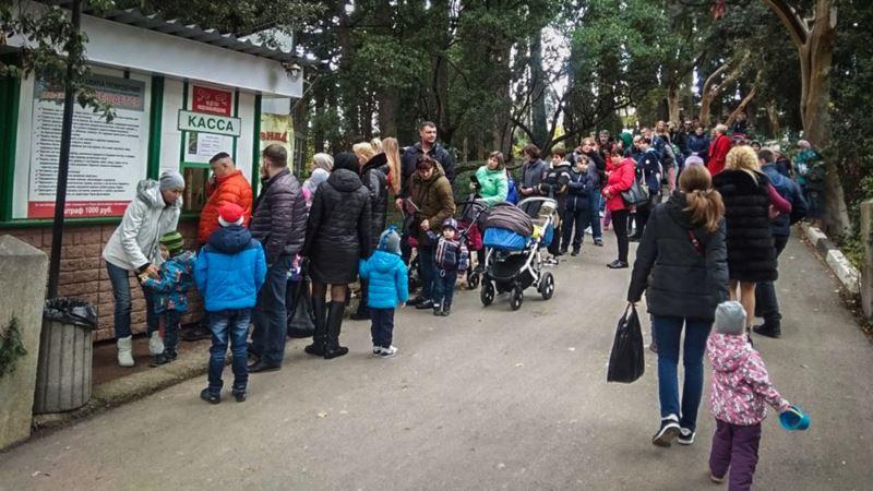 В Никитском ботсаду сделали бесплатным вход в парк динозавров для матерей (+фото)
