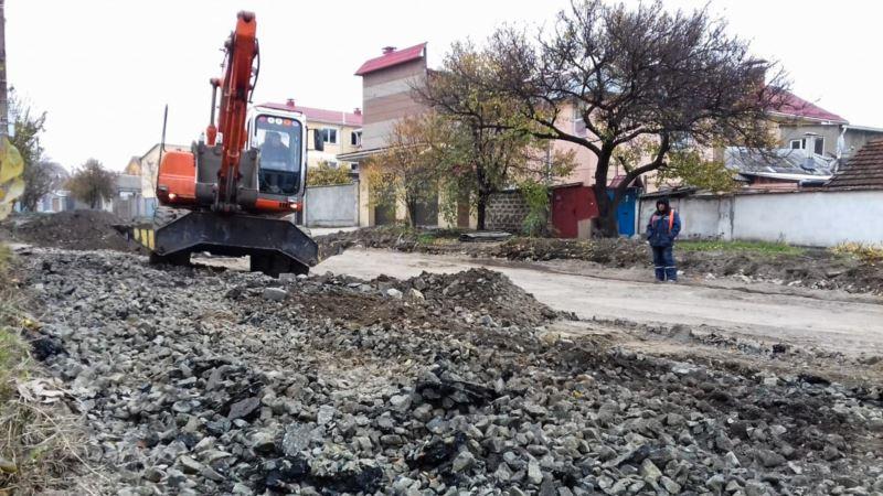 С улицы Авиационной в Симферополе вывезли брусчатку (+фото)