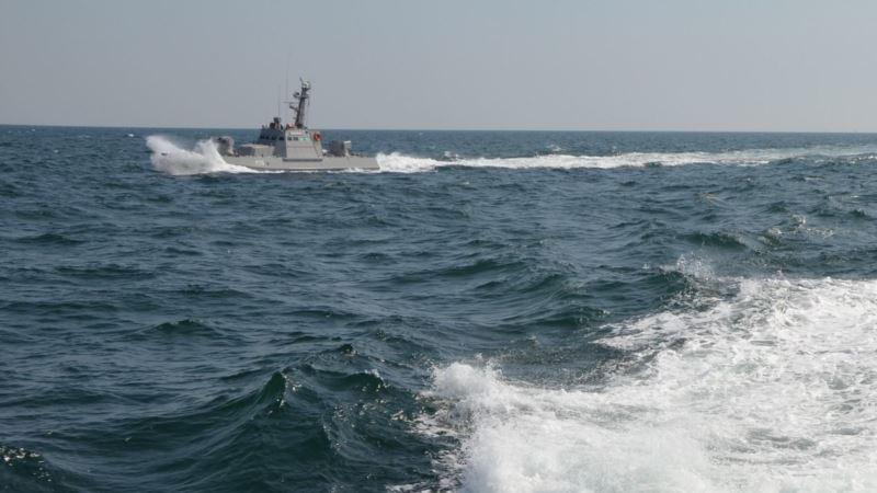 Российские вертолеты заходят на «боевой курс» сопровождения украинских военных катеров – ВМСУ