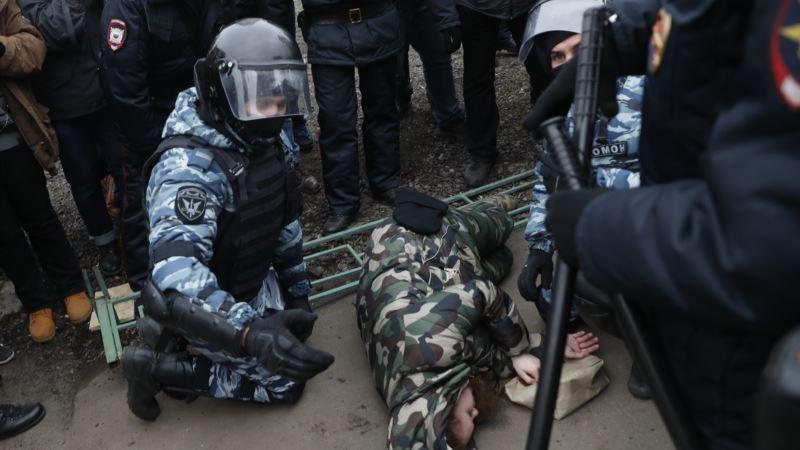 Россия: в Москве задержали организатора «Русского марша»