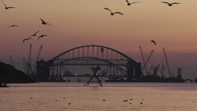 Проход Керченским проливом ожидают 150 гражданских судов, их задержания приведут к убыткам – ВМС Украины