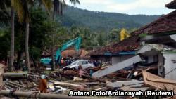 Цунами в Индонезии: число погибших возросло до 373