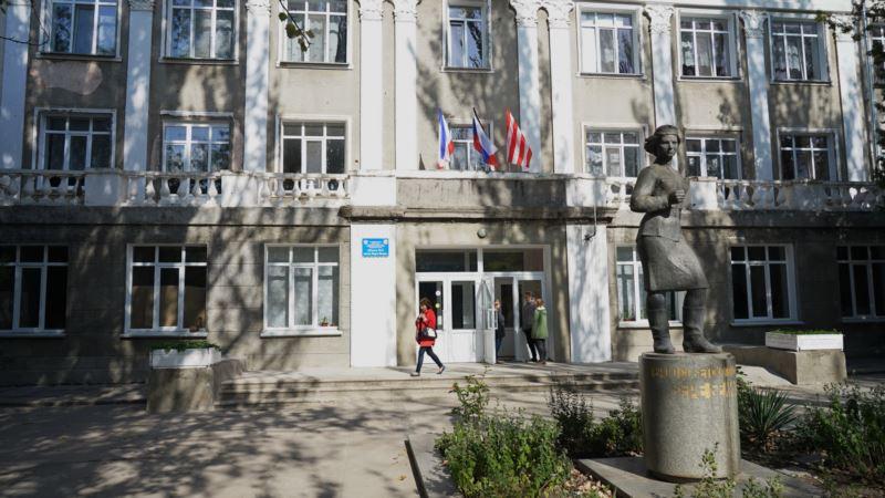 В керченском политехническом колледже приступили к ремонту крыльца