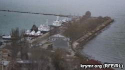 Украинские военные катера в порту Керчи, 4 декабря 2018 года