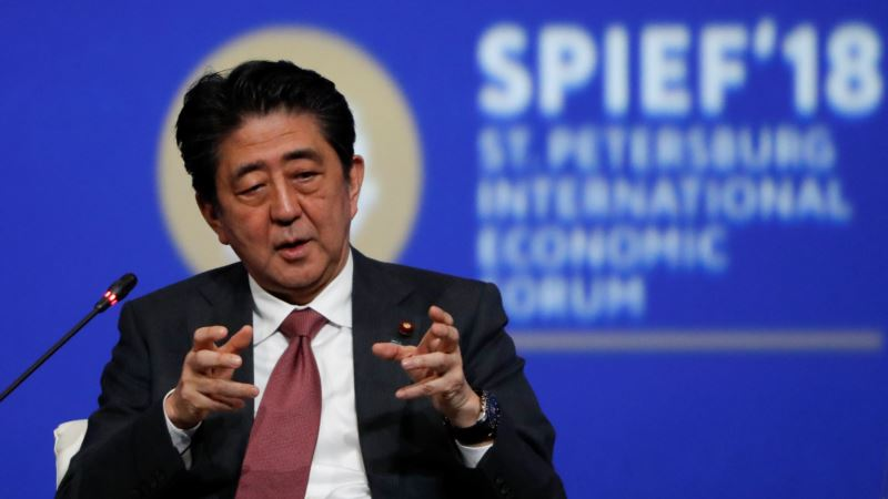 Глава Японии назвал условия размещения на Курилах военных баз США