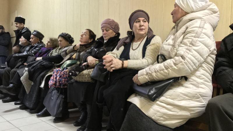 В Крыму начался суд по «делу Бекирова», его в зал суда не доставили