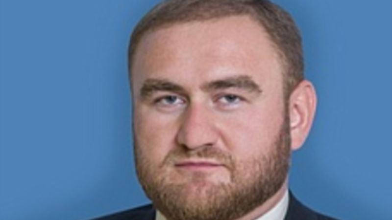 На заседании Совета Федерации России задержали сенатора по делу об убийствах