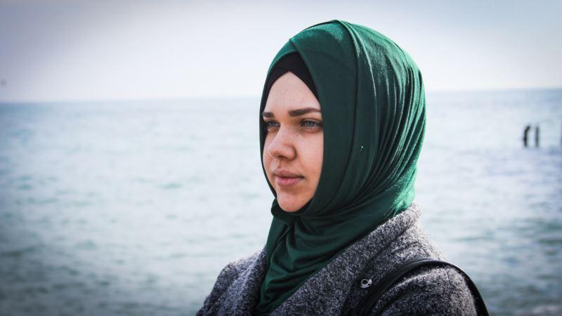 В Крыму следователь прекратил уголовное дело против обвиняемой за репост Гульсум Алиевой