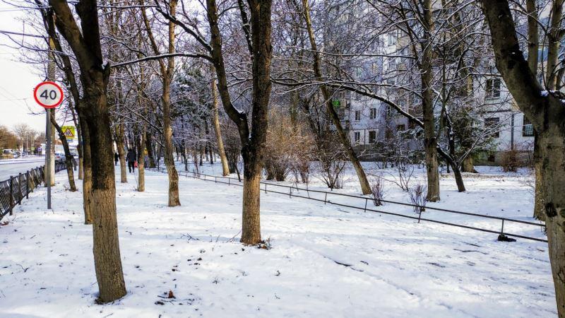«В городе гололед и снежная каша». Крымский активист рассказал о состоянии дорог в Симферополе