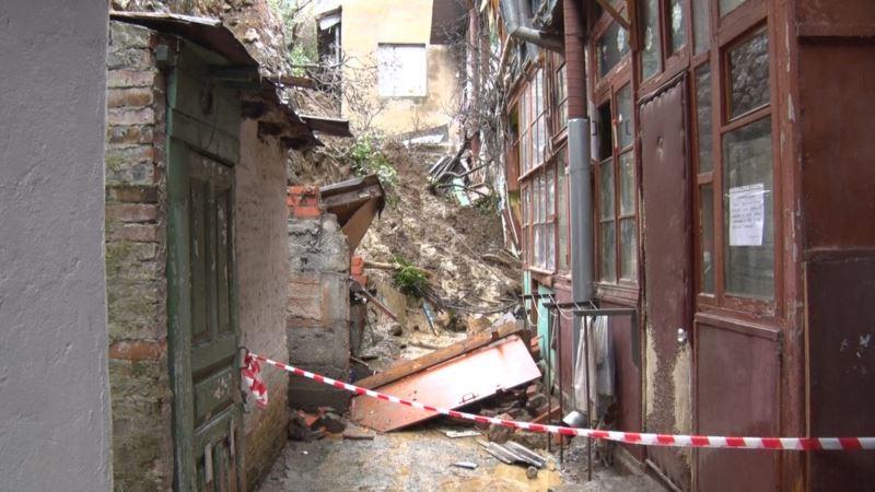 Глава Ялты: на месте, где произошел обвал подпорной стены, продолжаются оползни