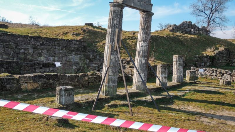 Античные колонны на руинах Пантикапея в Керчи – под угрозой обрушения (+фото)