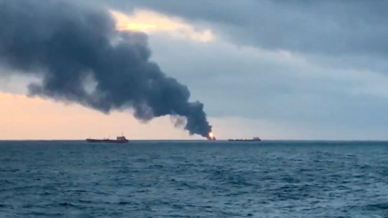 На горящих у берегов Крыма танкерах рвутся швартовые тросы –  Росморречфлот
