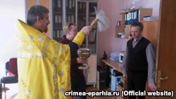 В Симферополе освятили здание Минкурортов Крыма (+фото)