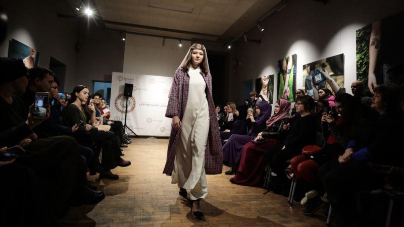 В Киеве прошел первый модный показ крымскотатарской женской одежды (+фото)