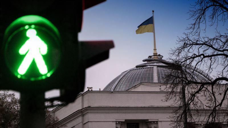 Рада 7 февраля рассмотрит изменения в Конституцию о курсе Украины на ЕС и НАТО