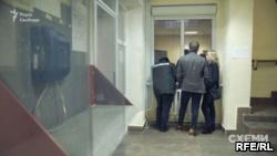 «Схемы» обратились в полицию из-за систематической слежки охранников Ахметова