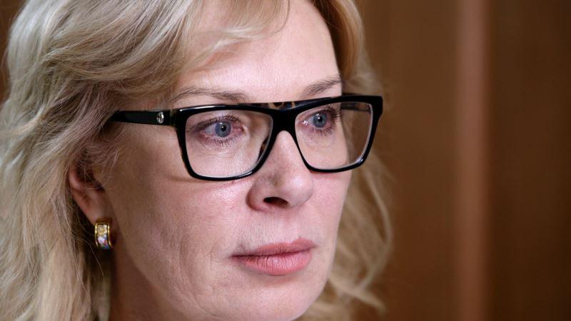 Денисова выразила протест Москальковой из-за посещения Карпачевой захваченных моряков