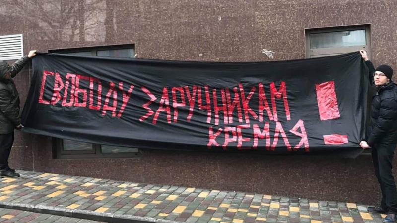 У консульства России в Одессе требовали освободить украинских политузников (+фото)