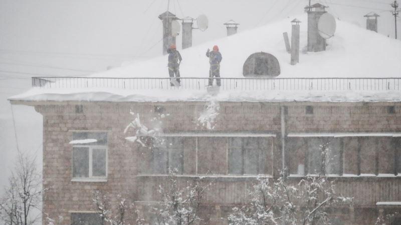 В российском Саратове рушатся дома под тяжестью снега – СМИ