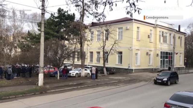 «Нариман, мы вместе до конца!» Суд продлил арест блогеру Мемедеминову (видео)