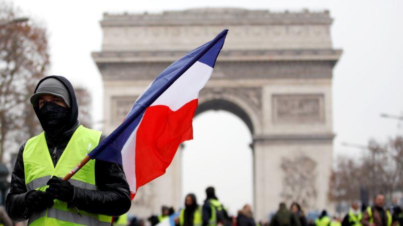 Во Франции полиция применила газ против «желтых жилетов»